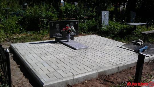 как положить плитку на могилу самому происходит человеком перед